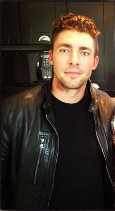 Joffrey Lupul, hockey player for the Toronto maple leafs 😻 Hot Hockey Players, Nhl Players, Ice Hockey, New York Teams, Toronto Maple Leafs, Fine Men, Great Hair, Good Looking Men, Trendy Hairstyles