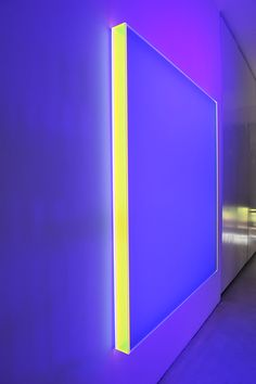 Schumann, Regine - color satin muc - 2014 140 x 130 x 7 cm Neon Lighting, Interior Lighting, Lighting Design, All Of The Lights, Light In The Dark, Neon Colors, Light Colors, Plexiglass, Water Walls
