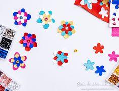 Flores de cuero para personalizar tus accesorios - Guía de MANUALIDADES Playing Cards, Diy, Leather Flowers, Bricolage, Playing Card Games, Do It Yourself, Homemade, Game Cards, Diys