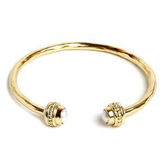 Juju art jewelry #brass #fashion #jade #pearl #stone #jewelry #womenfashion #fairtrade #creation #design #shell #motherofpearl #paua #abaloneshell #semiprecious #glass #bracelet collection. La Perla