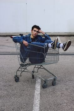 Me with my Levi's jacket and my old skool vans #me #men #inspirstion #levis #vans #80s #boy #guy #cute #trolley