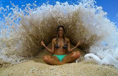 The 27 Most Perfectly Timed Photos I've Ever Seen http://themindunleashed.org/wp-content/uploads/2014/08/againsatt.jpg