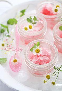 Granite ~ pretty strawberry flower presentation