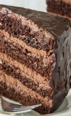 Chocolate cake with chocolate mousse filling... :D Chocolate Mousse Cake Filling, Chocolate Cake Fillings, Chocolate Mouse Cake, 7 Layer Chocolate Cake Recipe, Best Chocolate Cake, Extreme Chocolate Cake, Chocolate Birthday Cakes, Matilda Chocolate Cake, Homemade Chocolate Frosting