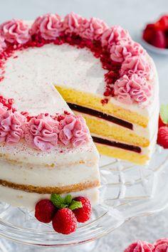 Cake With Cream Cheese, Cream Cheese Frosting, Cream Cake, Köstliche Desserts, Delicious Desserts, Cake Recipes, Dessert Recipes, Raspberry Cake, Strawberry Cakes