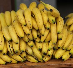 10 megdöbbentő dolog, amit eddig nem tudtál a banánról! Bananas, Banana Madura, Musa, Fruit, Food, El Salvador, Essen, Meals, Banana