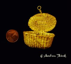 Andrea Thieck Miniatures  Basket from Francine Coyon