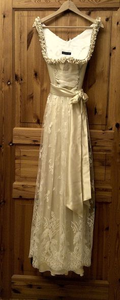 I like to marry in that Dirndl. Fairytale Gown, Fairytale Fashion, Gothic Fashion, Timeless Fashion, Vintage Fashion, Drindl Dress, The Dress, Latest Winter Fashion, Glamour Lingerie