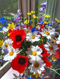 Wildflowers Bouquet of wild flowers from cold porcelain Chamomile Purple Bellflowers Yellow Buttercups Blue Cornflowers Red Poppies Daisy Real Flowers, Colorful Flowers, Wild Flowers, Beautiful Flowers, Beautiful Flower Arrangements, Floral Arrangements, Polymer Clay Flowers, Cold Porcelain, Red Poppies