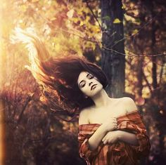 Her hair looks like it's on fire! Deep Books, Foto Fantasy, Maleficarum, Les Fables, Into The Fire, Portraits, Portrait Ideas, Favim, Her Hair