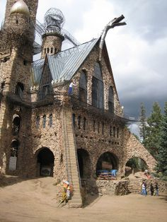 A one-men project: The Bishop Castle in Colorado is the largest self-built castle in America - Cube Breaker Bishops Castle Colorado, Castles In America, Bishop Castle, Tree Tunnel, Medieval Fortress, Narrative Photography, Small Cottages, Kirchen, Barcelona Cathedral