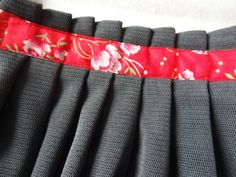 tuto de jupe à plis maintenus par ruban Blog Couture, Creation Couture, Knitting For Kids, Sewing For Kids, Sewing Hacks, Sewing Projects, Sewing Tips, Diy Jupe, Couture Sewing