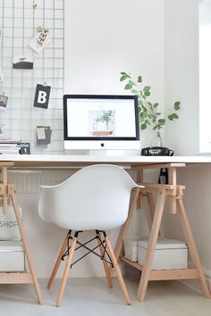 minimalist modern workspace  Super cool and updated ideas that combined the super style of modern sleek line with retro iconic designs proving that modern can be retro as well. #office #retro #design #modern http://essentialhome.eu/