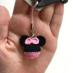 Crochet Christmas Trees, Crochet Ornaments, Crochet Crafts, Crochet Projects, Crochet Mickey Mouse, Minnie Y Mickey Mouse, Crochet Animal Amigurumi, Crochet Dolls, Crochet Keychain