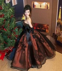 Gown by Ginny Liezert.  Fashion Royalty model.