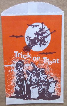 The kids are holding their bags open as if the witch is going to drop candy from the sky Vintage Halloween Photos, Retro Halloween, Vintage Halloween Decorations, Halloween Clipart, Halloween Items, Halloween Pictures, Halloween Signs, Halloween Horror, Vintage Holiday