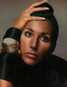 ✨ Portrait of Cher in Bracelets by David Webb Vogue 📷: Richard Avedon Richard Avedon, Charlotte Rampling, Bob Mackie, Twiggy, Alexa Chung, Mon Cheri, Divas Pop, Top Fashion Magazines, Cher Bono