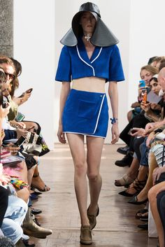 J.W. Anderson - Spring 2015 Ready-to-Wear - Look 13 of 33