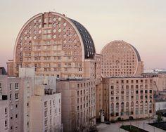 A Utopian Dream Stood Still: Ricardo Bofill's Postmodern Parisian Housing Estate of Noisy-le-Grand,Le Pavé Neuf, Noisy-le-Grand, 2015. Image ©  Laurent Kronental