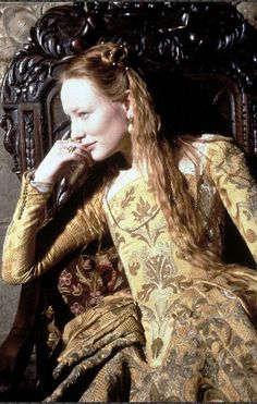 The actress Cate Blanchett perfectly captures the youth charm and intelligence of Queen Elizabeth I as depicted in our forthcoming novel THE THORNLESS ROSE. Image from the film ELIZABETH. Cate Blanchett, Tudor Costumes, Movie Costumes, Period Costumes, Elizabeth I, Elizabeth Movie, Elizabethan Dress, Isabel I, Romance