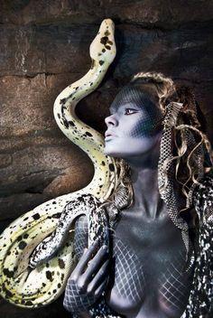 The medusa mysteries - the goddess and her story. Dark Fantasy, Fantasy Art, Medusa Art, Medusa Costume, Divine Feminine, Gods And Goddesses, Live Action, Dark Art, Halloween Makeup