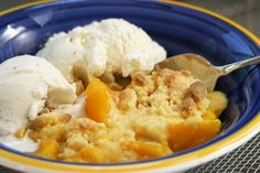 Take advantage of Summer's sweet peaches. This dessert only takes 3 steps, making it the perfect recipe for any occasion or summer gathering. This Southern Peach Cobbler is definitely a crowd-pleaser! Southern Peach Cobbler, Quick Peach Cobbler, Fruit Cobbler, Recipe For Peach Cobbler Using Frozen Peaches, Sweetie Pies Recipes, Pie Recipes, Cooking Recipes, Recipies, Desserts