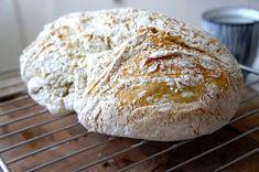 En doft av Nybakt: Kalljäst bröd i gjutjärnsgryta Camembert Cheese, Brunch, Food And Drink, Dining, Cupcakes, Desserts, Recipes, Blogg, Candy