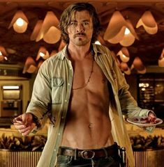 "Chris Hemsworth as Billy Lee in, "" Bad Times at the El Royale"". He was really good in this movie. Chris Hemsworth Shirtless, Liam Hemsworth, Chris Hemsworth Movies, Jeff Bridges, Jon Hamm, Sharon Tate, Dakota Johnson, Hemsworth Brothers, Le Male"