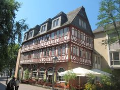 Frankfurt Germany, Education Humor, Places In Europe, Swiss Alps, Places Ive Been, Maine, Mansions, Architecture, House Styles