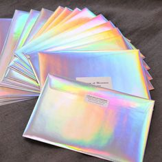 Enveloppes Hologramme Branding And Packaging, Branding Design, Business Paper, Envelopes, Print Design, Graphic Design, Design Graphique, Packaging Design Inspiration, Business Design