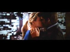 Peter Parker and Gwen Stacy kiss: The Amazing Spiderman