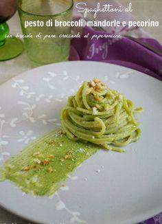 Spaghettoni al pesto di broccoli, pecorino e mandorle - ricetta light, vegetariana, primi piatti facili e veloci: