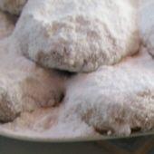 Kourabiethes Nistisimes: Lenten Sugared Shortbread Cookies with Almonds