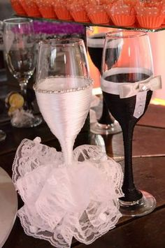 Taca personalizada noivo e noiva, e personalizamos de acordo com o vestido da noiva e o terno do noivo.