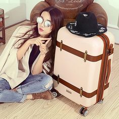 NEW Hot Vintage-Style Hardside Universal Wheel Trolley Luggage 3 Colors 2 Sizes