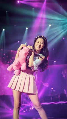 Jisoo on stage 💖 Blackpink Jisoo, Kim Jennie, Yg Entertainment, South Korean Girls, Korean Girl Groups, Black Pink ジス, Blackpink Debut, Blackpink Members, Blackpink Photos