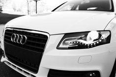 Flamante AUDI A-4 Tdi. Color blanco nieve precioso. Tiene las luces diurnas Light-Day de leds y faros Bi-Xenon. Totalmente impecable. Año 2009 y sin apenas kilómetros. Su increible motor ofrece un rendimiento espectacular y unos consumos envidiables. Ofrecemos un servicio integral en nuestros propios talleres para un mantenimiento de calidad y a unos precios superreducidos. Ven a verlo y te lo lleverás desde 243 Euros al mes sin entrada…