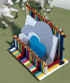 Avec des crayons de couleurs réalisez un porte lettre, un porte carte, etc.
