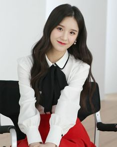 """LOONA HEEJIN (희진) on Instagram: """"Hi Mart CF Behind the Scenes 💕 #이달의소녀 #LOONA #희진 #HEEJIN"""" Kpop Girl Groups, Korean Girl Groups, Kpop Girls, I Love Girls, These Girls, Your Girl, My Girl, Everything And Nothing, Olivia Hye"""