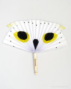 Show a teacher they're a wise owl and your child is their biggest fan with this DIY Owl Fan by Mr Printables
