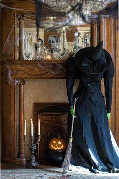 Halloween Arts And Crafts, Chic Halloween, Halloween Queen, Halloween Fashion, Halloween House, Holidays Halloween, Halloween Ideas, Halloween Party, Halloween Stuff