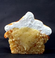 Pinned for the Italian Meringue recipie included.... will use to top my tres leche cake.