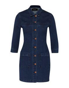 Jeanskleid von MINKPINK. Das Dress kommt in einem Hemd-Stil mit durchgehender Knopfleiste, Brusttaschen und einem Hemdkragen. Der leicht taillierte Schnitt bringt feminine Aspekte in das sonst so lässige Kleid.