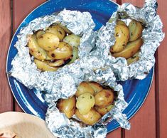 Campfire Potatoes: Foil dinners are one of my favorite camping meals. These potatoes put a more gormet spin on the old classic. Campfire Potatoes, Campfire Food, Campfire Recipes, Potatoes Grill, Potato Dishes, Potato Recipes, Herb Recipes, Savoury Recipes, Veggie Dishes