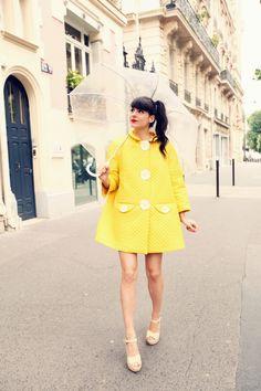 """Manteau / Coat : Vivetta  Rouge à èvre : Smashbox """"Legendary""""  Chaussures / Shoes : Red Valentino  Parapluie / Umbrella : APO ( Japan )  Photos by Pauline & Alix Bancourt"""