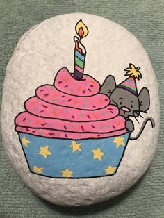 Pebble Painting, Pebble Art, Stone Painting, Rock Painting Patterns, Rock Painting Designs, Rock Crafts, Arts And Crafts, Happy Birthday Painting, Robert Rock