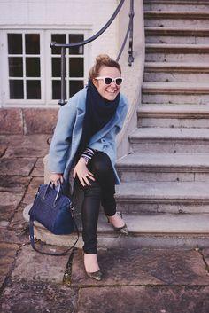 Emily salomon wearing BLUE IN BLUE with Leowulff Caiman blue silver bag!   Photo credit: emilysalomon.dk  #leowulff #blueinblue #tophandlebag