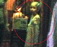 Ghost Girl Caught On Camera In Haunted Chicago Bar Real Ghost Pictures, Ghost Photos, Creepy Pictures, Real Haunted Houses, Haunted Places, Paranormal Photos, Paranormal Videos, Ghost Caught On Camera, Ghost Videos