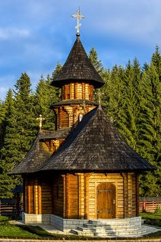 Free Stock Images Building - Chapel - Church - Historic Site - Medieval Architecture - Place Of Worship - Sky - Steeple - Tree - Woody Plant - Old Country Churches, Old Churches, Beautiful Buildings, Beautiful Places, Casas Country, Romania Travel, Church Pictures, Church Architecture, Cathedral Church