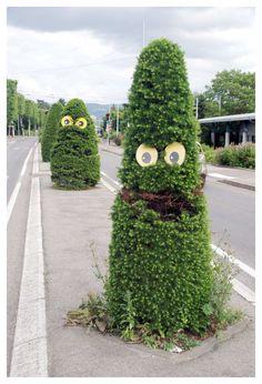 Paris Tonkar magazine // Graffiti and Street art: S-Tree-T Art Eye Bombing :: La. Topiary Garden, Garden Art, Amazing Street Art, Digital Art Girl, Gras, Outdoor Art, Chalk Art, Street Artists, Gardening